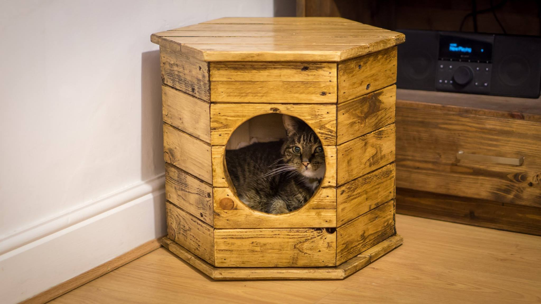 Hexagon cat house pallet wood project rag 39 n 39 bone brown for Make a cat bed out of a box